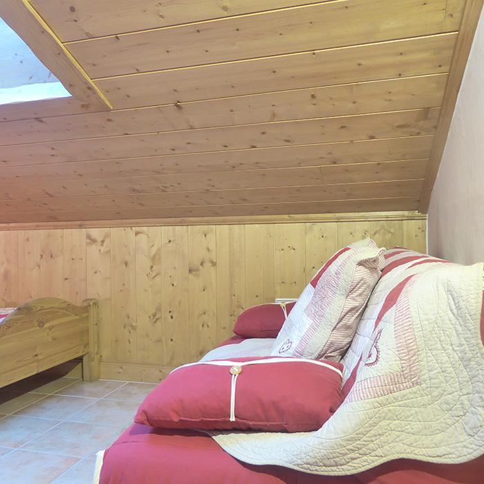 chambre-canapé-appartement-beaufortain